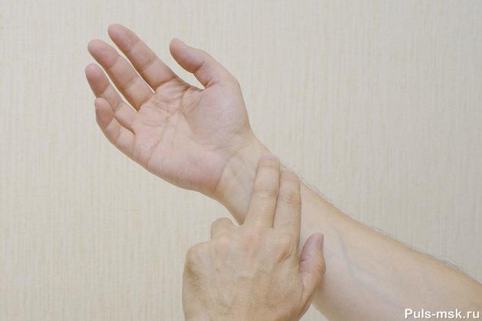 Измерение пульса на лучевой артерии